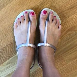 NWOT flip flop sandals